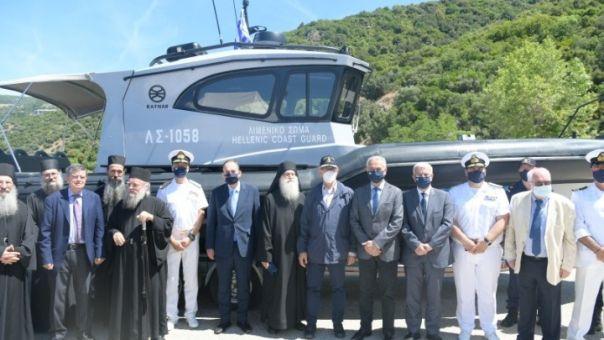 Τελετή παράδοσης του σκάφους που δώρισε η Ένωση Εφοπλιστών στο λιμενικό του Αγίου Όρους