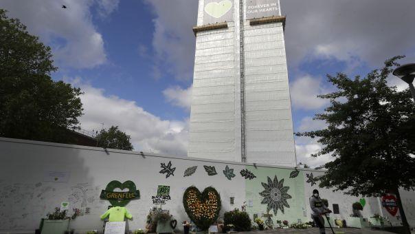 Πυρκαγιά σε πολυκατοικία του Λονδίνου -Έχει την ίδια εξωτερική επένδυση με τον Πύργο Γκρένφελ