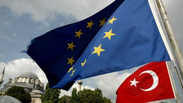 Γερμανός βουλευτής ΕΛΚ: Να τερματιστούν οι ενταξιακές διαπραγματεύσεις με την Τουρκία