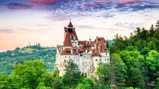 Ρουμανία: Στο κάστρο του κόμη Δράκουλα μπορούν πλέον να κάνουν εμβόλιο Covid οι επισκέπτες