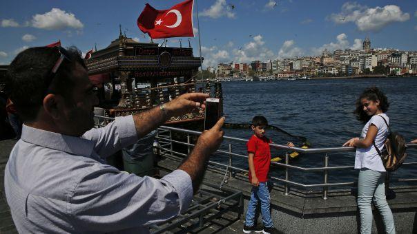 Τουρκία - Οργή για το lockdown: Οι τουρίστες κάνουν βόλτες, οι Τούρκοι κάνουν βόλτες στο σπίτι