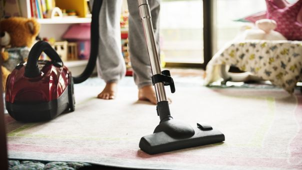 Μερικά σημάδια για να καταλάβεις αν υπερβάλλεις με το καθάρισμα του σπιτιού