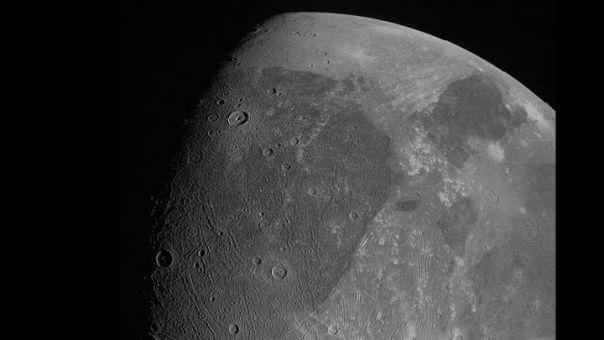 NASA: Οι πρώτες κοντινές φωτογραφίες του μεγάλου δορυφόρου Γανυμήδη του Δία από το 2000