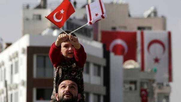 DW: Δάκτυλος Ερντογάν στις τουρκοκυπριακές εκλογές - Nτενκτάς: Παρέμβαση της MIT