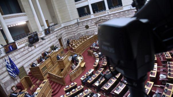 Live η μάχη των αρχηγών για το εργασιακό στη Βουλή