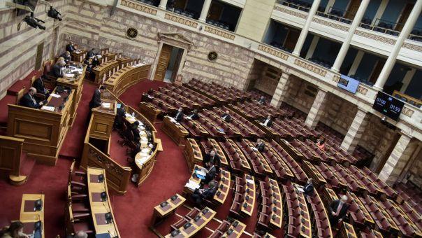 Μετωπική σύγκρουση κυβέρνησης-αντιπολίτευσης για το εργασιακό νομόσχεδιο