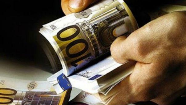 Μείωση της φορολογίας: Πόσο ωφελούνται μισθωτοί, επιχειρηματίες και συνταξιούχοι
