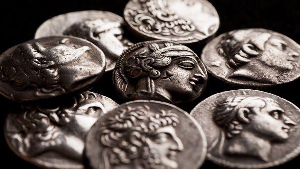 Bόρεια Ελλάδα: Χειροπέδες σε αστυνομικούς για κυνήγι λιρών και χρυσού- Έσκαψαν ακόμη και σε αρχαίους τύμβους